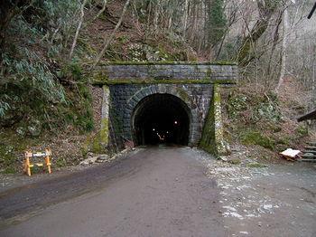800px-Amagi-tunnel-Izucity-side.jpg